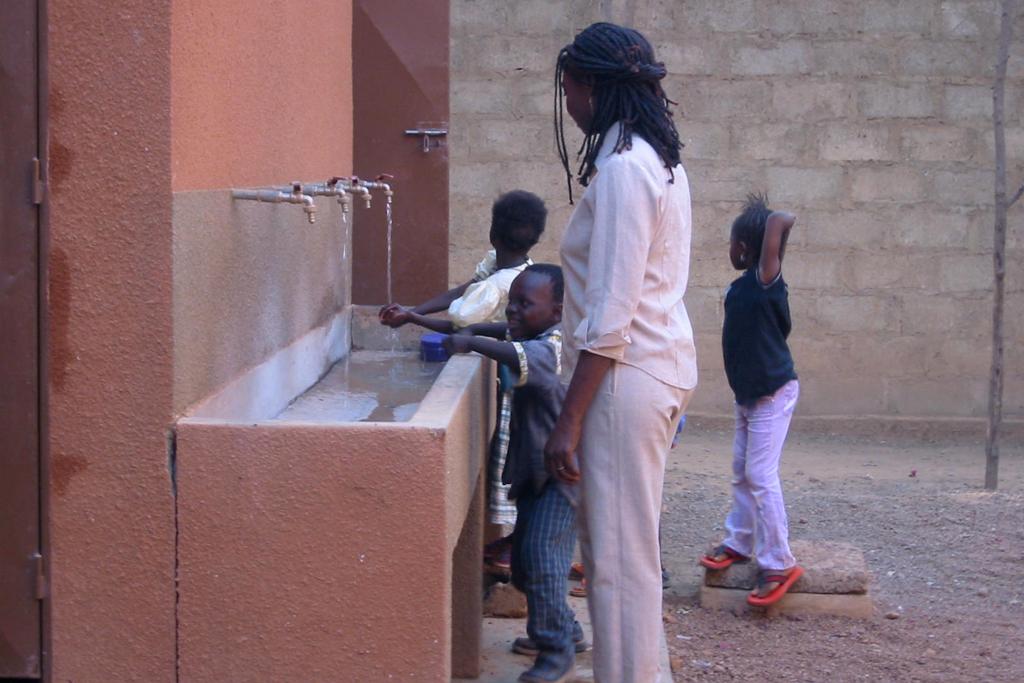 Ouagadougou (lavando las manos)